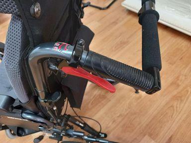 輪椅功能-輪椅煞車功能(手控)
