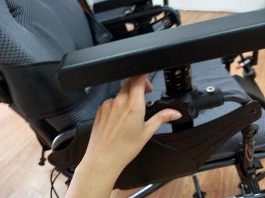 輪椅功能-輪椅扶手可調整高度