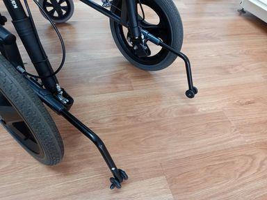 輪椅功能-輪椅防傾桿功能