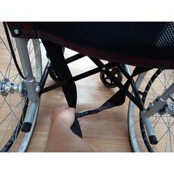 骨盆帶收在輪椅下方