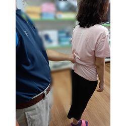 走路時扶持褲頭-移位輔具介紹大全