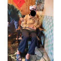 坐姿歪斜圖-輪椅挑選要注意
