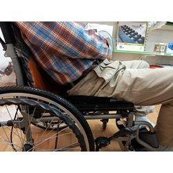 髖關節受限輪椅坐姿-輪椅挑選