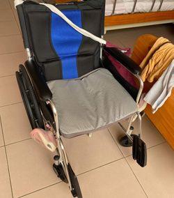 輪椅座墊上下放反